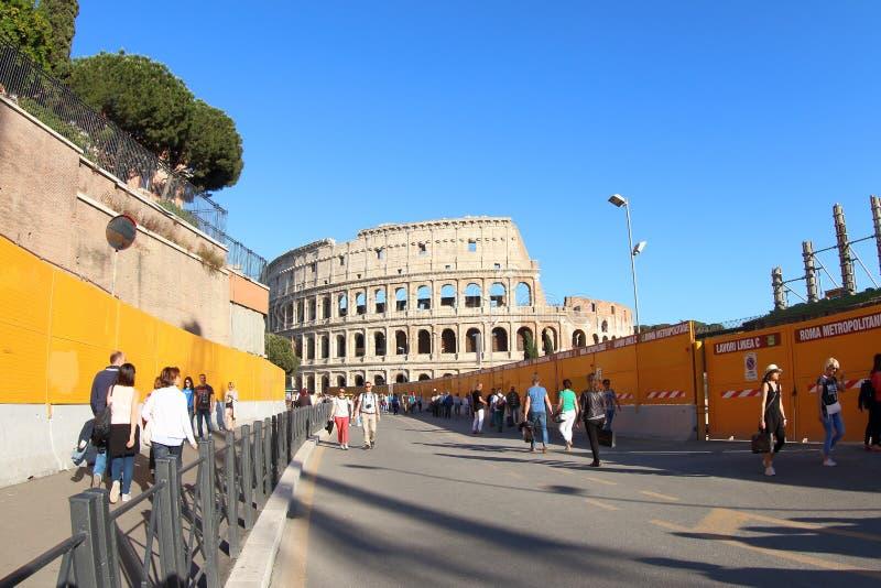 Nuevos construcción y Colosseum, Roma del subterráneo foto de archivo libre de regalías