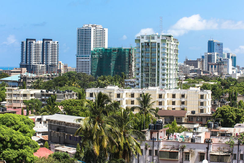 Nuevos edificios modernos en Dar es Salaam, África Visión panorámica foto de archivo libre de regalías