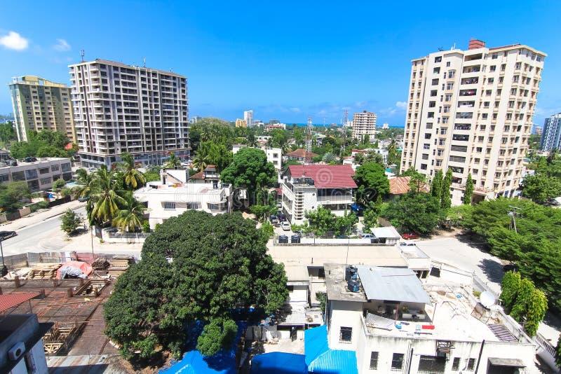 Nuevos edificios modernos en Dar es Salaam, África Visión panorámica fotos de archivo