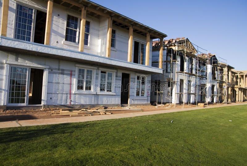 Nuevos hogares bajo construcción foto de archivo