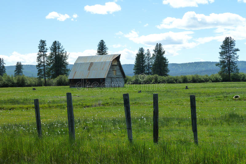 Nuevos prados, granero histórico de Idaho foto de archivo