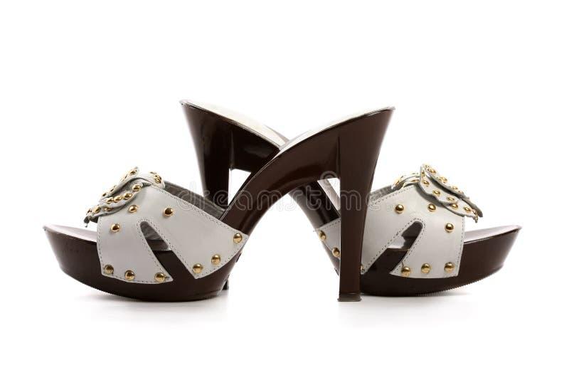 Nuevos zapatos de la mujer