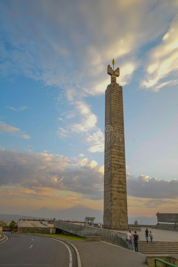 Nuit à Erevan, Arménie de CascadeMonument au cinquantième anniversaire du Soviétique Arménie à Erevan image stock