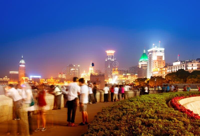 Nuit à la digue à Changhaï photo stock