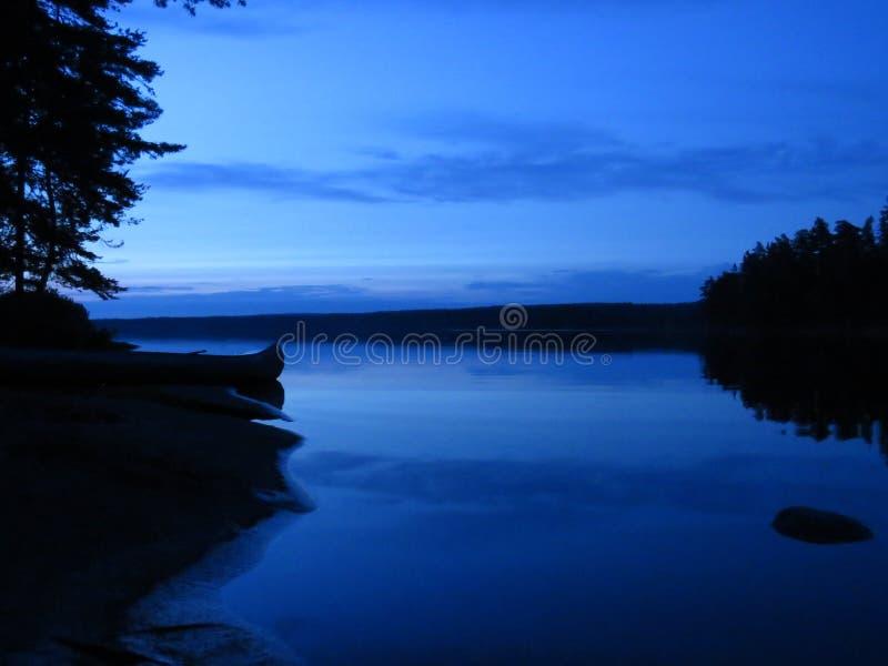 Nuit à une île suédoise image stock
