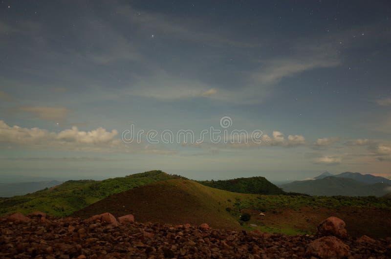 Nuit étoilée de Volcan Telica photos stock