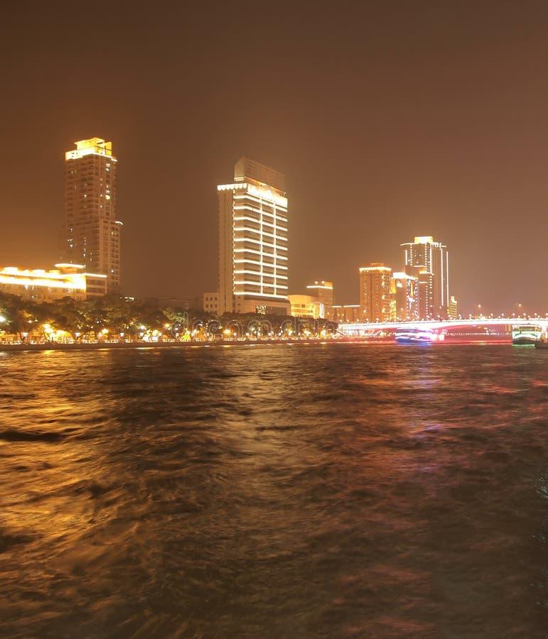 Nuit au fleuve de Zhujiang dans Guangzhou Chine photos libres de droits
