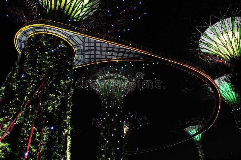 Nuit aux jardins par le compartiment images stock