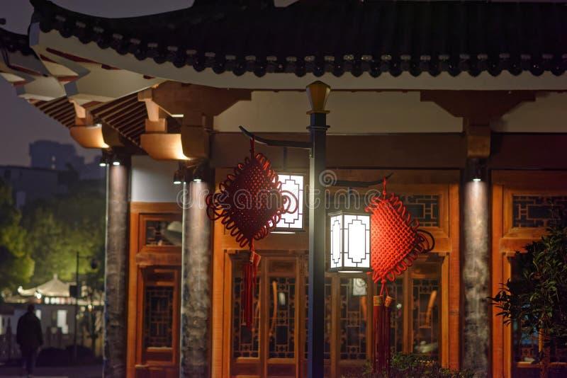 Nuit classique de parc de pavillon de lanterne-Ruzi de palais photographie stock