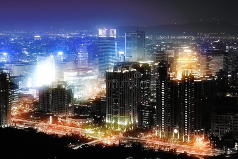 nuit colorée de ville photographie stock libre de droits