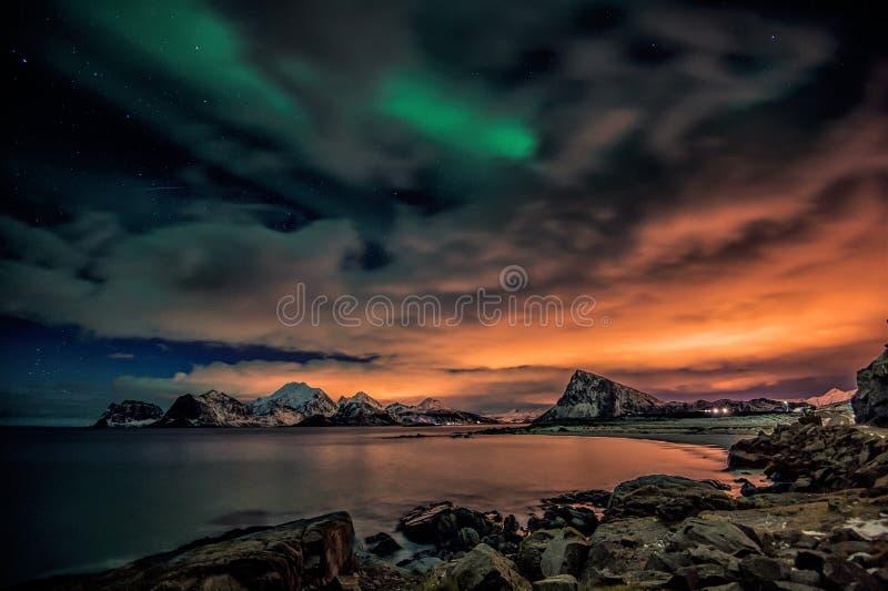 Nuit colorée et la dame magique l'aurore photo libre de droits