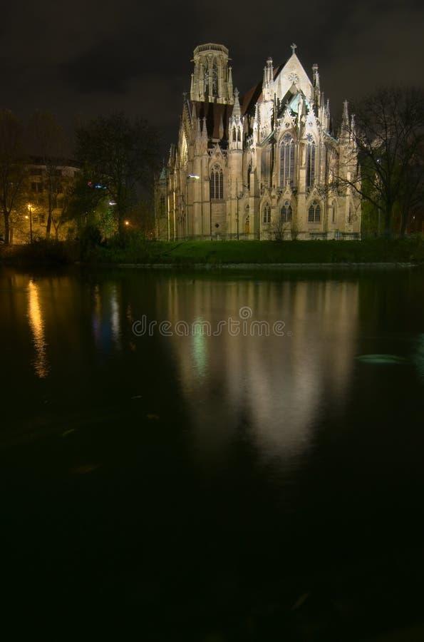 nuit d'église photo stock