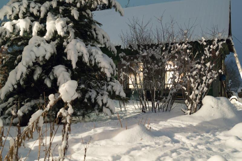 Nuit d'hiver, hutte image stock