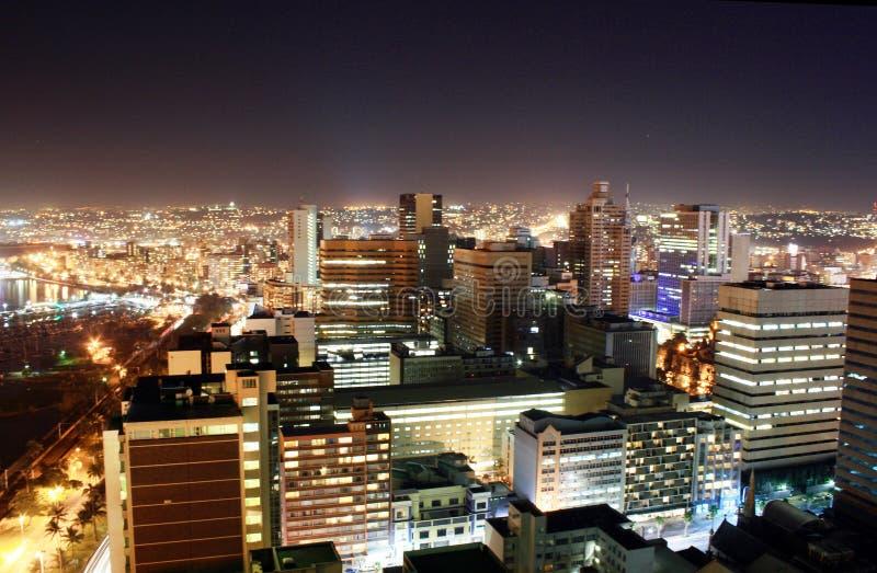Nuit d'horizon de ville   photo stock