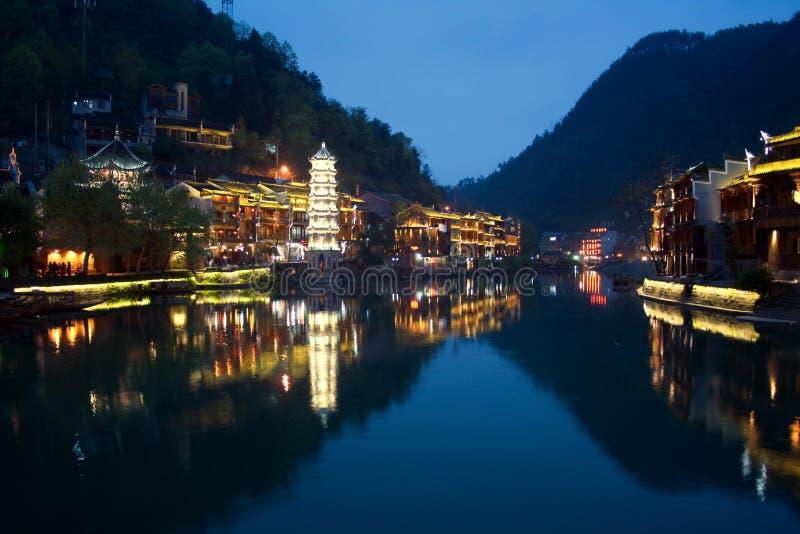 Nuit dans la ville Fenghuang photos libres de droits