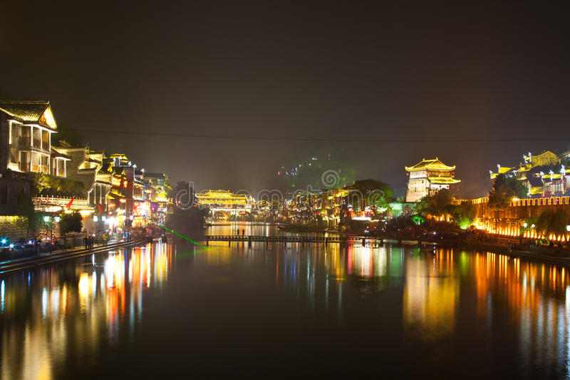 Nuit dans la ville Fenghuang photo libre de droits