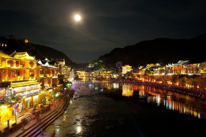 Nuit dans la ville Fenghuang images stock