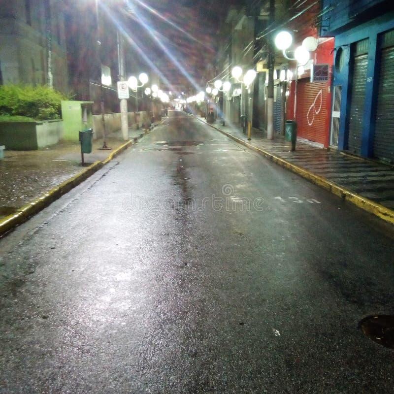 nuit dans Mogi DAS Cruzes image stock
