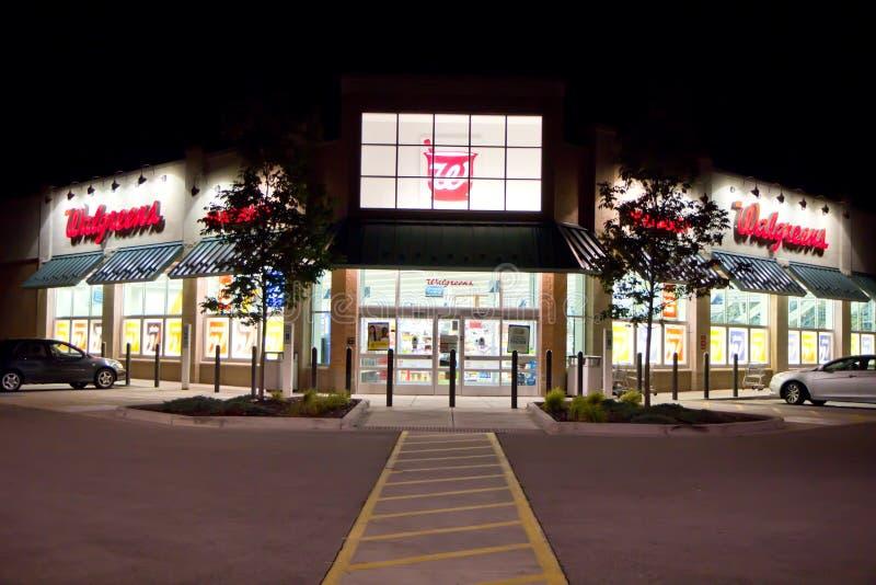 Nuit de bâtiment de Walgreens @ photographie stock libre de droits