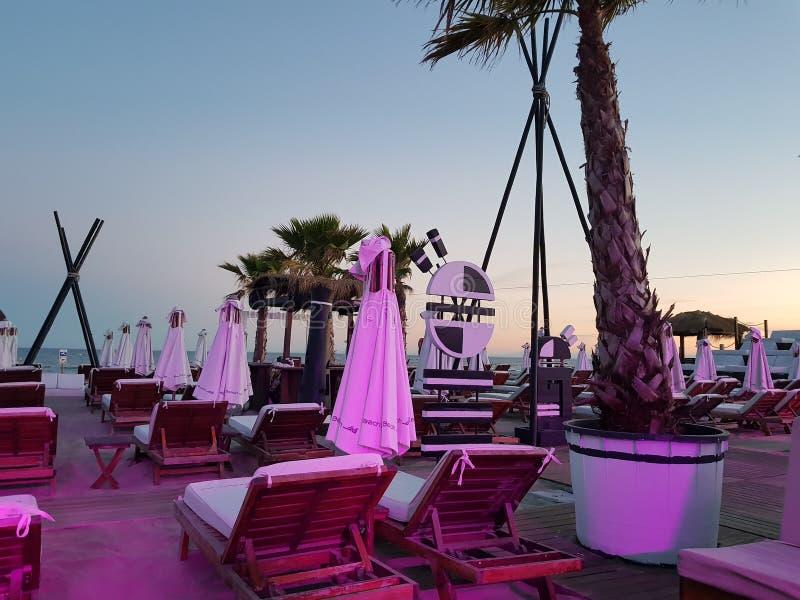 Nuit de barre de plage photographie stock