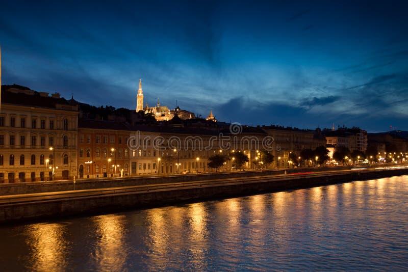 Nuit de Budapest - église de Matthias images stock
