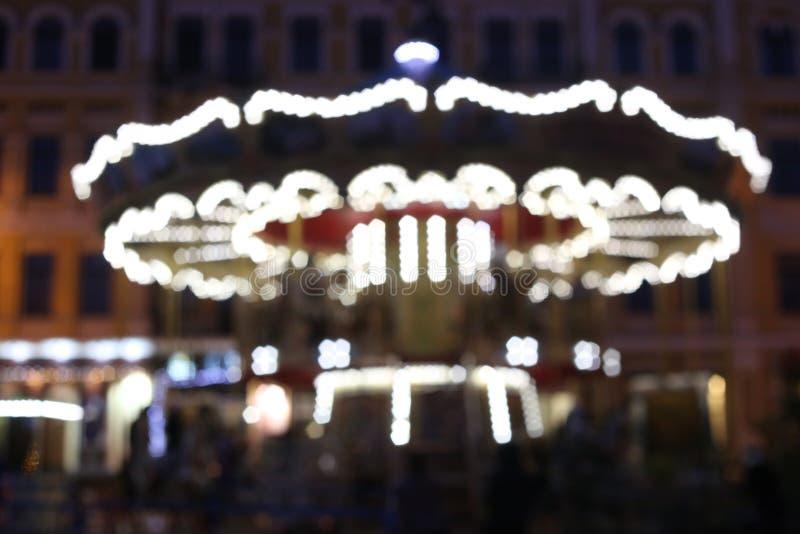 Nuit de côté de tache floue de contre-jour de carrousel de Noël image libre de droits