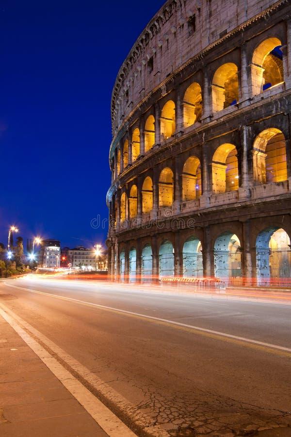 Nuit de Colosseum image libre de droits