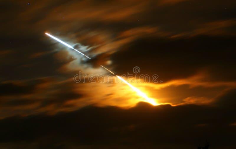 Nuit de découverte de navette spatiale   photo stock