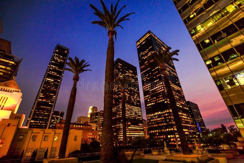 Nuit de gratte-ciel de Los Angeles image libre de droits