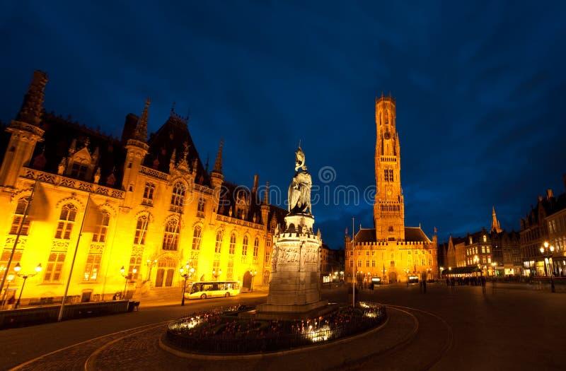 Nuit de Grote Markt Bruges image libre de droits