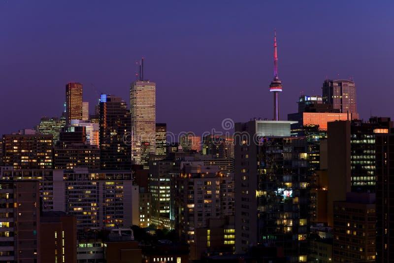 Download Nuit de Toronto image stock. Image du moderne, toronto - 8667483