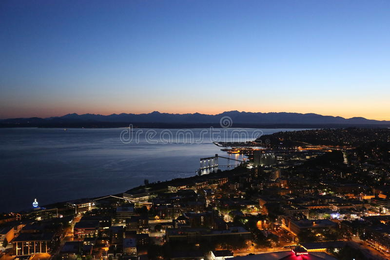 Nuit du centre de Seattle, pousse d'aiguille de l'espace images stock