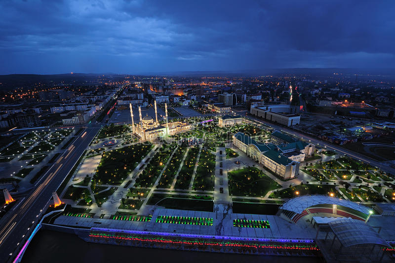 Nuit du Chechenie, Grozni photos stock