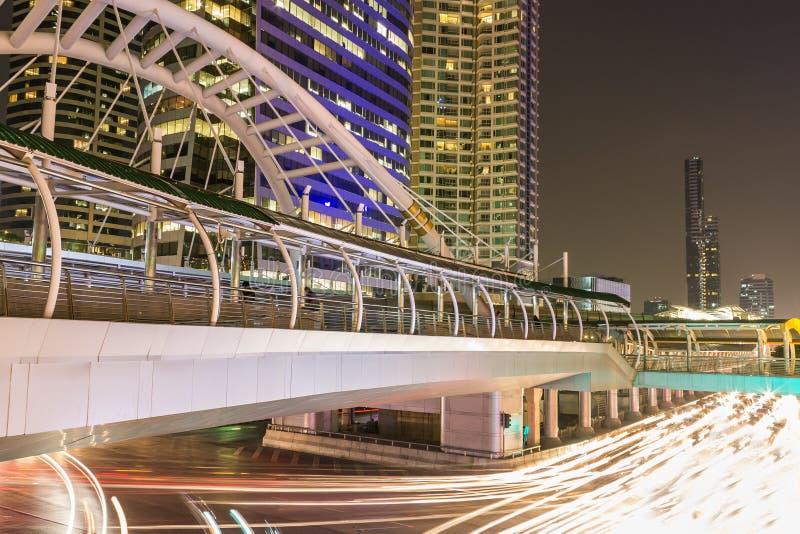 Nuit moderne de ville photo stock