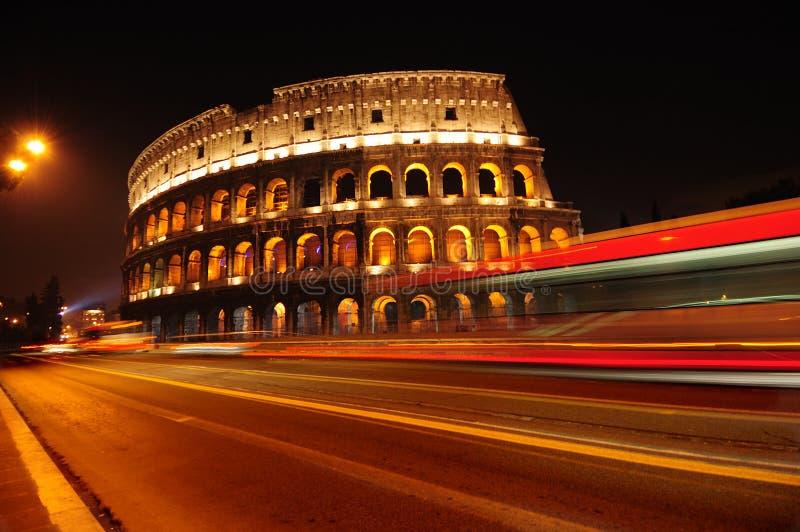 nuit Rome de l'Italie de colosseum photo stock