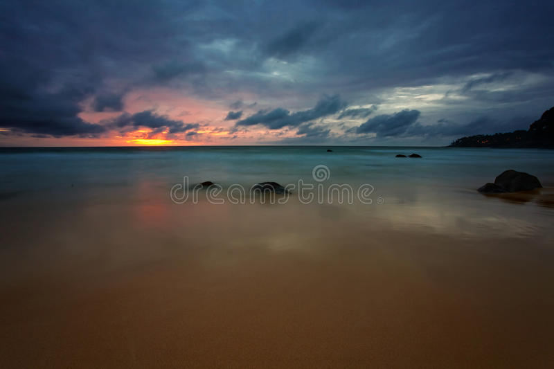 Nuit sur la plage photographie stock