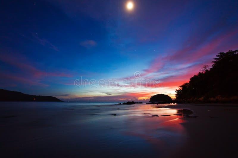 Nuit sur la plage photo stock