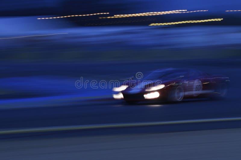Nuit sur la voie image stock