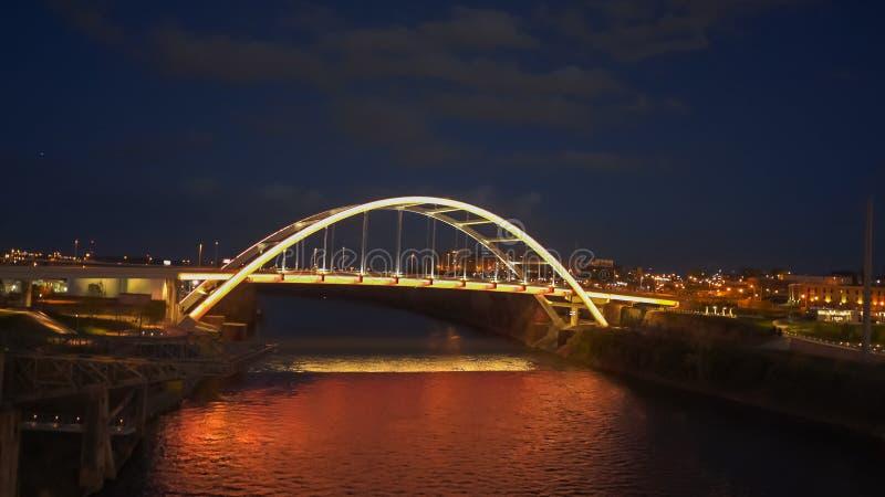 Nuit tirée du pont en mémorial de Guerre de Corée à Nashville, Tennessee image libre de droits