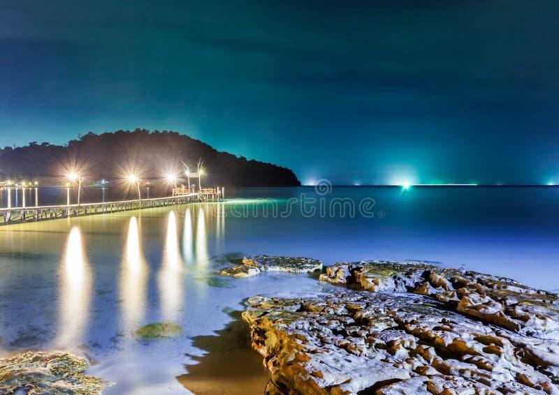 Nuit tropicale à la plage. image stock