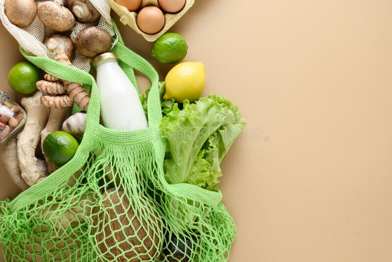 Nul afval Gezonde veganlevensmiddelen, maaszak, gember, sla, groenten Duurzame levensstijl Weergeven vanaf boven royalty-vrije stock fotografie