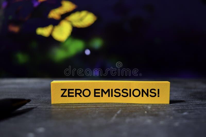 Nul Emissies! op de kleverige nota's met bokehachtergrond stock afbeelding