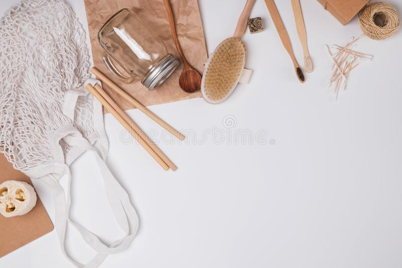 Null überschüssiges Konzept Wiederverwendbare und natürliche materielle Einzelteile für Badezimmer, Küche und Hygiene lizenzfreies stockbild
