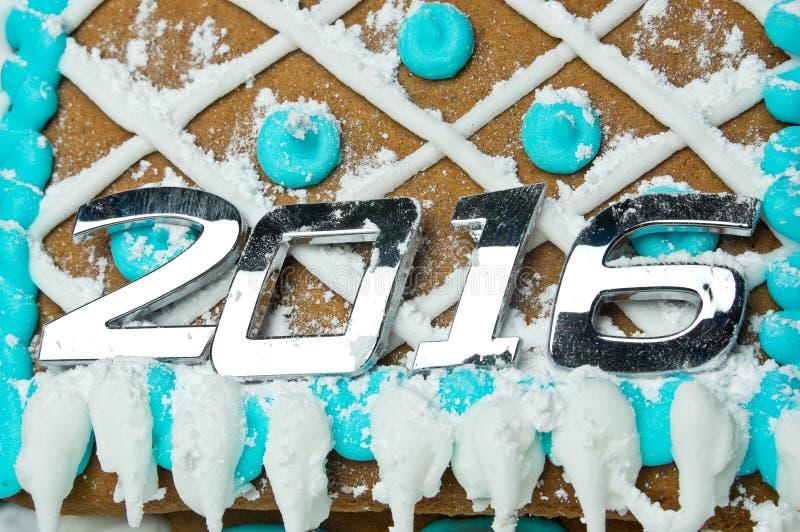 Numéro 2016 au-dessus de maison de pain d'épice décorée images stock