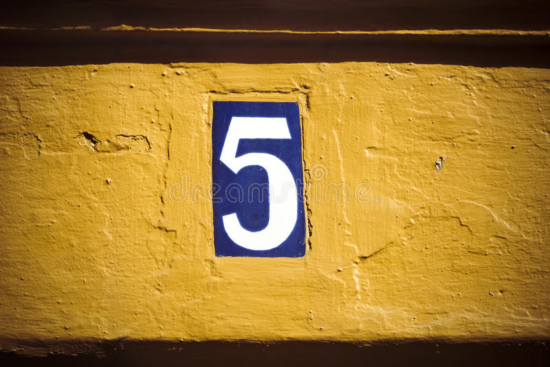 Numéro cinq photographie stock libre de droits