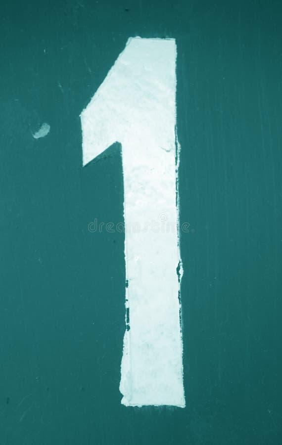 Numéro 1 dans le pochoir sur le mur en métal dans le ton cyan illustration libre de droits
