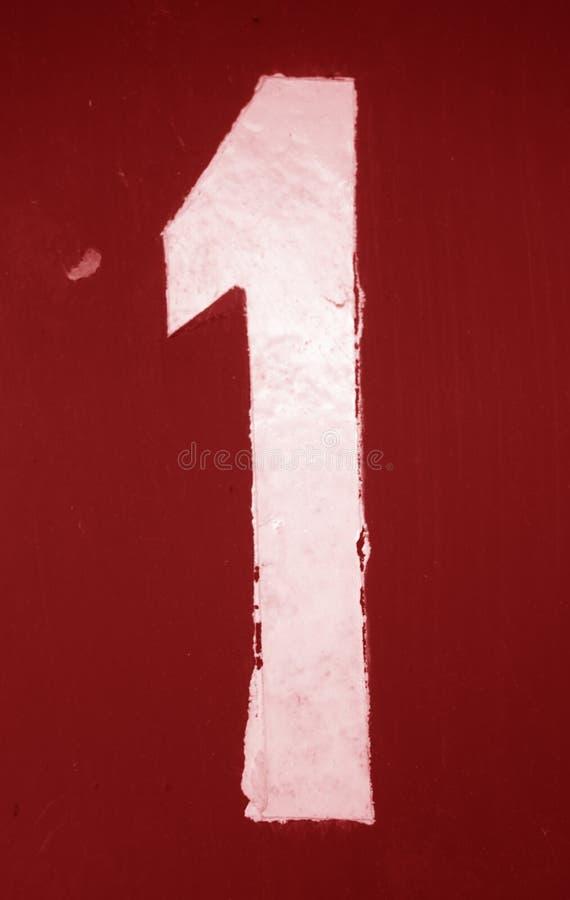 Numéro 1 dans le pochoir sur le mur en métal dans le ton rouge illustration libre de droits