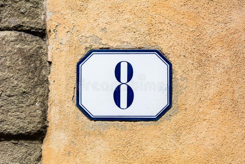 Numéro de maison huit, 8 huitième photos stock
