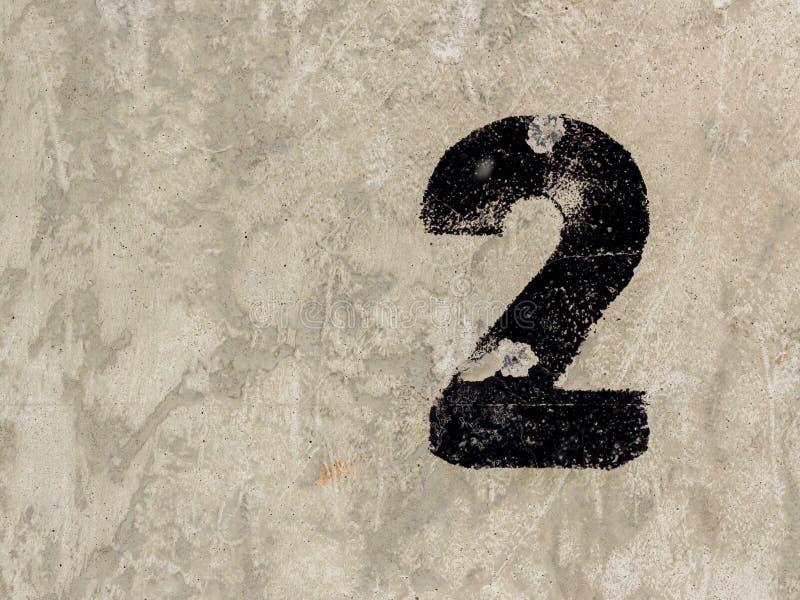 Numéro deux 2 sur le fond de mur en béton photographie stock