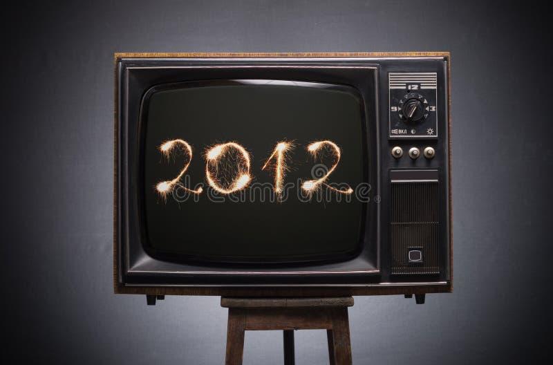 Numéros 2012 sur l'écran de la rétro TV. image libre de droits